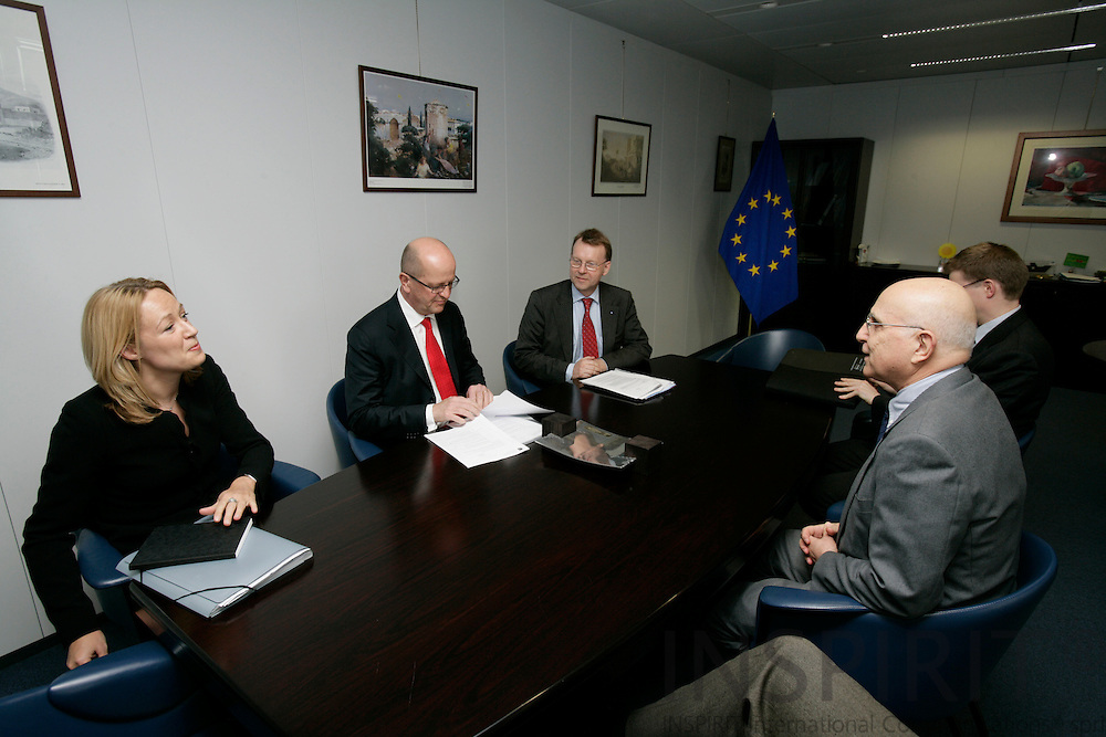 BRUSSELS - BELGIUM - 21 MARCH 2007 -- Clockwise from left Charlotte ANDSAGER, Vice-President SAS Group, Mats JANSSON (L), CEO of the SAS Group, Hans OLLONGREN (L), SAS Group, and , Pierre SCHELLEKENS, Deputy Head of Cabinet and Stavros DIMAS, EU Commissioner for Environment.  PHOTO: ERIK LUNTANG