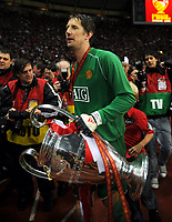 Edwin Van Der Sar Match Hero Celebrates with the European Cup<br /> 2008, <br /> Champions League Finale Manchester United FC - FC Chelsea <br /> <br /> Norway only