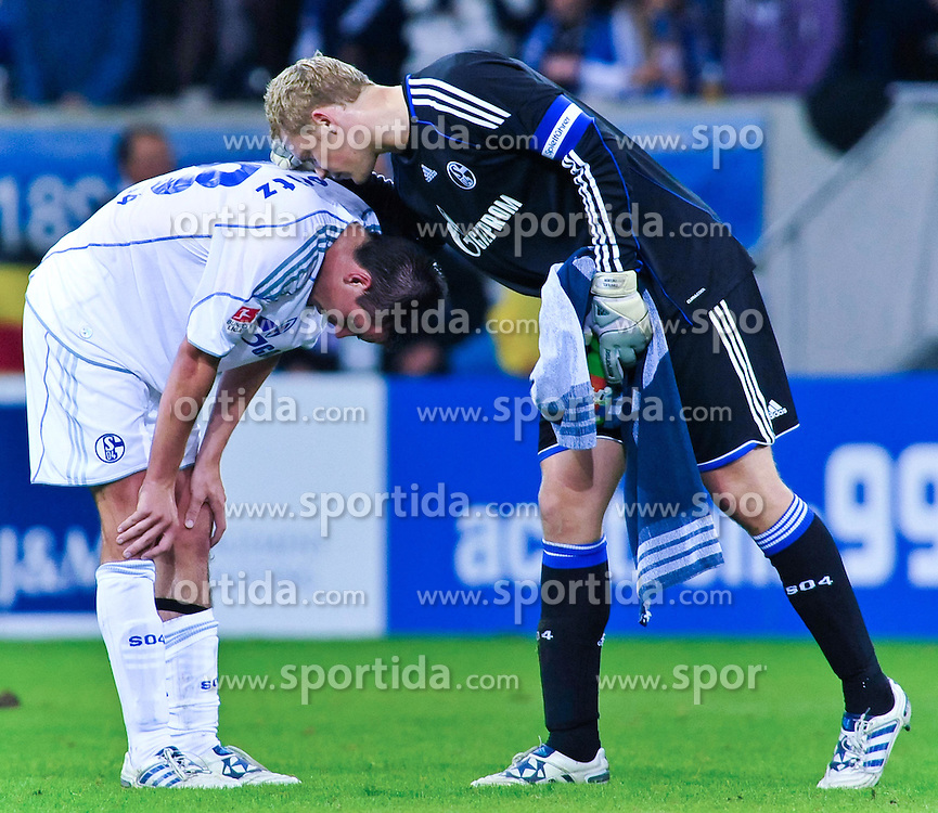 10.09.2010, Rhein-Neckar-Arena, Sinsheim, GER, 1. FBL, TSG Hoffenheim vs Schalke 04, im Bild Manuel Neuer (Schalke #1) troestet Christoph Moritz (Schalke #28) nach dem Spiel, EXPA Pictures © 2010, PhotoCredit: EXPA/ nph/  Roth+++++ ATTENTION - OUT OF GER +++++ / SPORTIDA PHOTO AGENCY