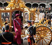 Aankomst koninklijke familie in de gouden koets bij de Ridderzaal op Prinsjesdag 2012. /// Arrival royal family in the golden coach at the Riddrerzaal on &quot;Prinsjesdag&quot;in The Hague<br /> <br /> Op de foto / On the photo:<br />  Kroonprins Willem-Alexander en prinses M&aacute;xima stappen uit de gouden koets