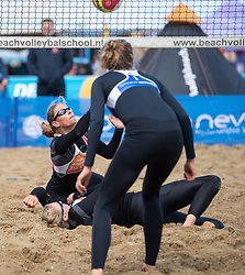 25-08-2018 NED: DELA Beach NK Volleyball, Scheveningen<br /> Mered de Vries #1, Quirine Oosterveld #2