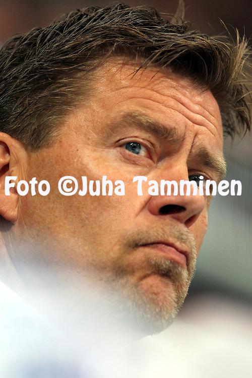 16.09.2010, Turkuhalli, Turku..J??kiekon SM-liiga 2010-11..TPS - HPK..Valmentaja Heikki Leime - TPS..©Juha Tamminen.
