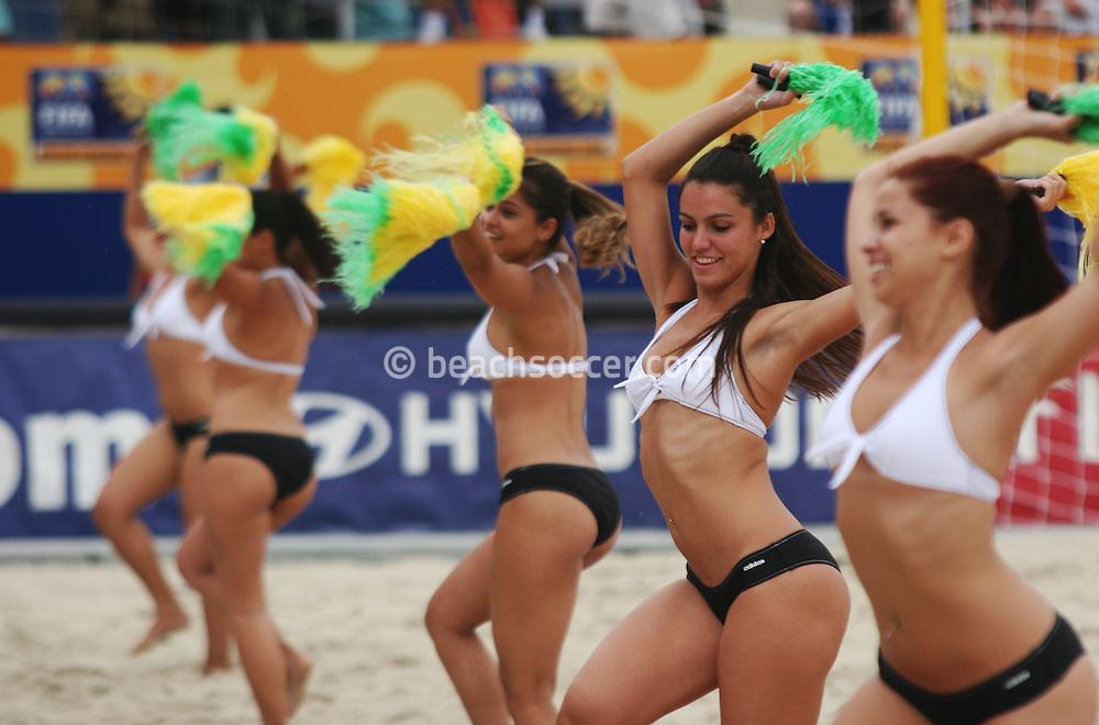Football - FIFA Beach Soccer World Cup 2006 - Group C - POR x URU - Rio de Janeiro - Brazil 02/11/2006<br />Cheers leaders dance during the half-time of the match  Event Title Boad Mandatory Credit: FIFA / Ricardo Moraes