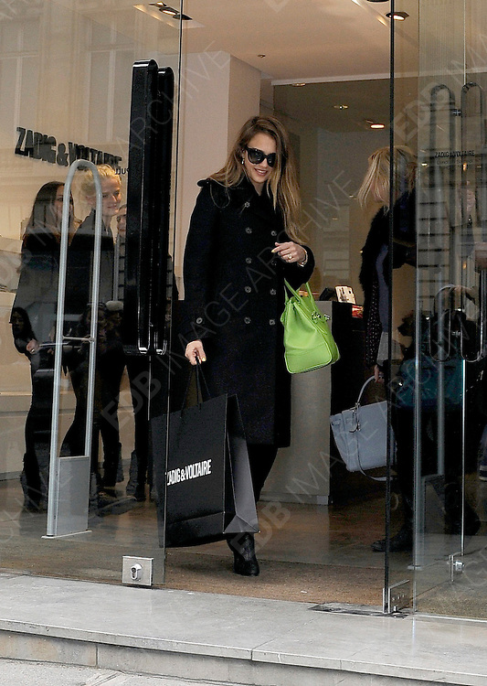 02.MARCH.2013. PARIS<br /> <br /> JESSICA ALBA IS SEEN SHOPPING WITH HER DAUGHTER HONOR, AT 'ZADIG AND VOLTAIRE' AND GERARD DAREL STORES ON AVENUE MONTAIGNE IN PARIS.<br /> <br /> BYLINE: EDBIMAGEARCHIVE.CO.UK<br /> <br /> *THIS IMAGE IS STRICTLY FOR UK NEWSPAPERS AND MAGAZINES ONLY*<br /> *FOR WORLD WIDE SALES AND WEB USE PLEASE CONTACT EDBIMAGEARCHIVE - 0208 954 5968*