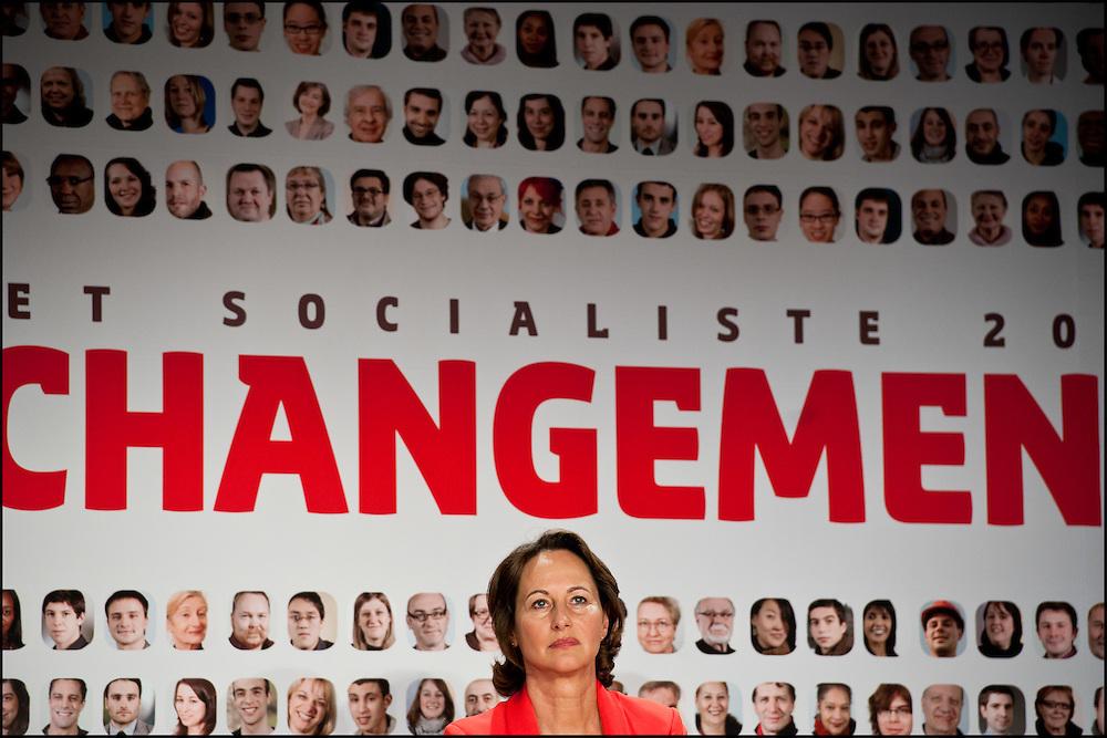 Segolene Royal lors du discours de Martine Aubry. Segolene Royal et Martine Aubry interviennent lors d'une reunion publique organisee en Poitou-Charentes par Segolene Royal, Presidente de region, a Poitiers le 24 Mai 2011. ©Benjamin Girette/IP3Press