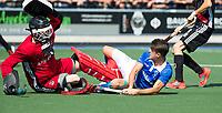 UTRECHT -  Jasper Luijkx (Kampong) stuit op Jan de Wijkerslooth (A'dam)  tijdens   de finale van de play-offs om de landtitel tussen de heren van Kampong en Amsterdam (3-1). Kampong kampong kampioen van Nederland. COPYRIGHT  KOEN SUYK