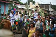 Carrosas Adornadas con plantas de maiz participan en el festival del maiz  Domingo Agosto 14, 2011 en Sesori, San Miguel, El Salvador durante el festival del Maiz. Los Salvadorenos celebran esta fiesta por las buenas cosechas del principal producto de la dieta alimenticia. Photo: Ricardo Carrillo/Imagenes Libres.