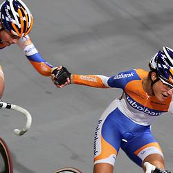 Marianne Vos en Roxane Kneteman worden in Apeldoorn Nederlands Kampioen koppelkoers vrouwen
