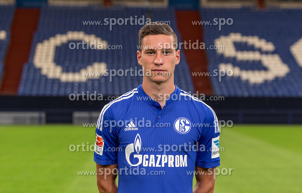 23.06.2015, Veltins-Arena, Gelsenkirchen, GER, 1. FBL, Schalke 04, Fototermin, im Bild Julian Draxler (Schalke) // during the official Team and Portrait Photoshoot of German Bundesliga Club Schalke 04 at the Veltins-Arena in Gelsenkirchen, Germany on 2015/06/23. EXPA Pictures &copy; 2015, PhotoCredit: EXPA/ Eibner-Pressefoto/ Hommes<br /> <br /> *****ATTENTION - OUT of GER*****