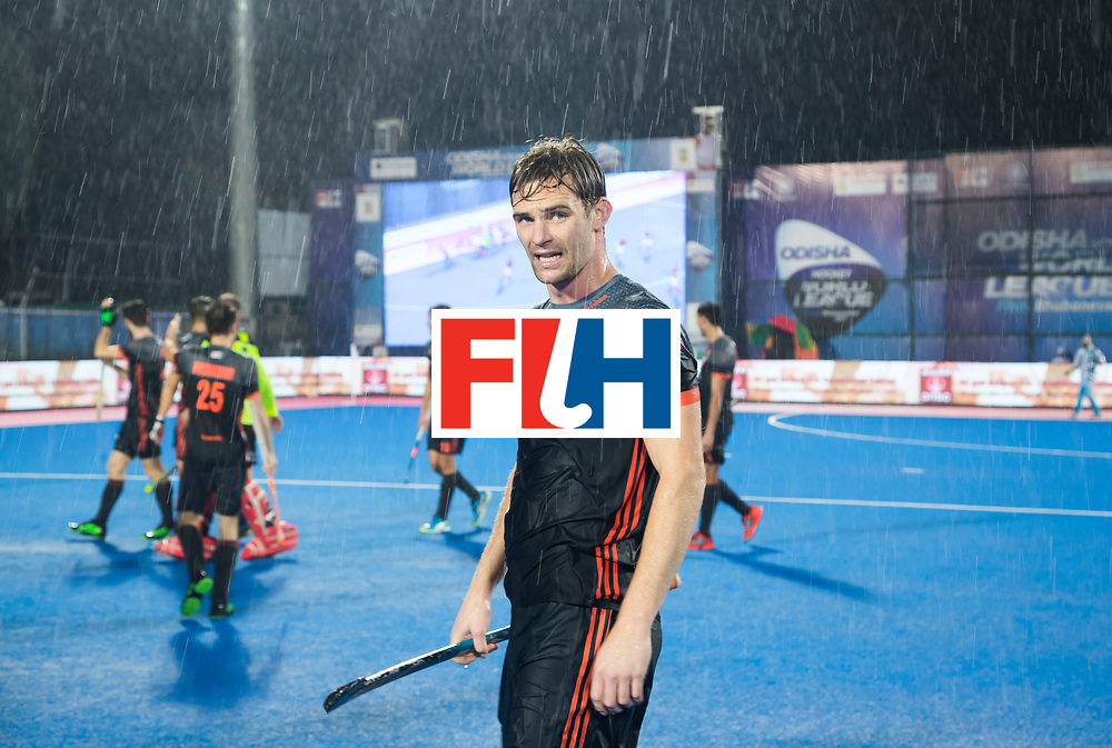 BHUBANESWAR -  Mirco Pruyser (Ned) na  tijdens de Hockey World League Finals , de wedstrijd om de 7e plaats, Engeland-Nederland (0-1). Pruyser maakte het enige doelpunt.   COPYRIGHT KOEN SUYK