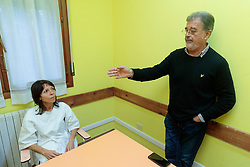 LA MAZZONI CON L'AVVOCATO FABIO ANSELMO<br /> INTERVISTA A LARA MAZZONI ACCUSATA DELL'OMICIDIO DEL COMPAGNO MIRKO BARIONI NELLA CASA DI RIPOSO VILLA GERAS A CORNACERVINA DOVE LAVORA