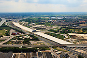 Nederland, Utrecht, Leidsche Rijn, 13-05-20011; .noordelijke ingang van de nieuwe landtunnel voor de A2. De tunnel ligt parallel aan de bestaande A2, het asfalt zal op termijn verdwijnen en op het dak van de tunnel zal een park komen. Rechts van de tunnel Leidsche Rijn met de wijken Langerak en Parkwijk. Links het Amsterdam-Rijnkanaal. .Northern entrance of the new landtunnel for A2. The tunnel lies parallel to the existing motorway A2, the asphalt will eventually disappear and the roof of the tunnel will be a park. Right of the tunnel Leidsche Rijn with the districts Langerak and Parkwijk. Left the Amsterdam-Rhine Canal ....luchtfoto (toeslag), aerial photo (additional fee required).foto/photo Siebe Swart
