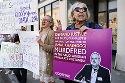 November 20, 2018 - Los Angeles, California, United States - People protest U.S. involvement in Saudi Arabia's war in Yemen. Los Angeles, California on November 20, 2018. President Trump continues to support the sale of weapons to Saudi Arabia. (Credit Image: © Ronen Tivony/NurPhoto via ZUMA Press)