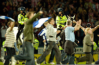 Photo. Jed Wee, Digitalsport<br /> NORWAY ONLY<br /> <br /> Huddersfield Town v Lincoln City, Nationwide League Division Three Playoff Semi-finals Second Leg, 19/05/2004.<br /> Mounted police are brought in to try to control the situation.