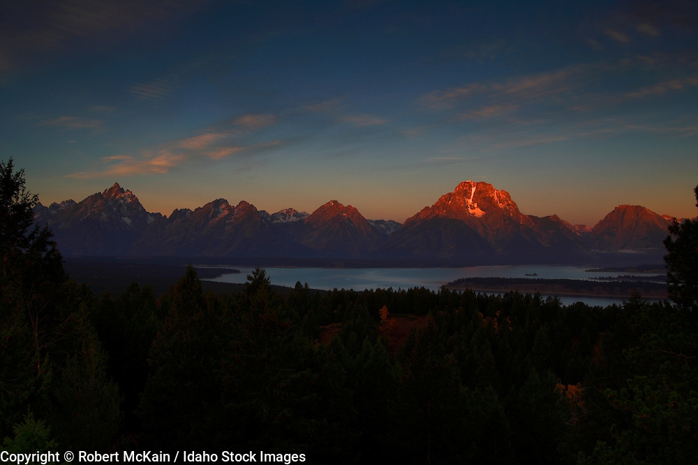 WYOMING. Grand Teton National Park. Sunrise on the Teton mountain range and from Signal Mountain. May 2006 #lm060060