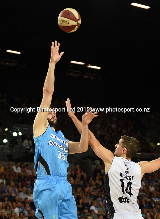 Alex Pledger shoots during the SkyCity Breakers v Melbourne United match. 2014/15 ANBL Basketball Season. Vector Arena, Auckland, New Zealand. Sunday 18 January 2015. Copyright Photo: Andrew Cornaga / www.photosport.co.nz