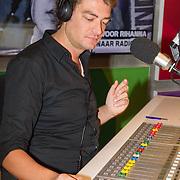NLD/Hilversum/20151204 - Nieuwe tatoeage voor Dave Roelvink gezet door Frank Dane live in de uitzending van de Frank & Vrijdag Show op Radio 538, Frank Dane