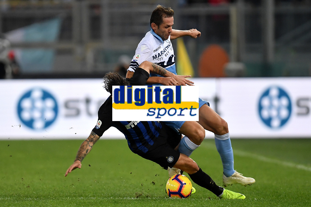 Sime Vrsaljko of Internazionale and Senad Lulic of Lazio compete for the ball during the Serie A 2018/2019 football match between SS Lazio and FC Internazionale at stadio Olimpico, Roma, October, 29, 2018 <br />  Foto Andrea Staccioli / Insidefoto