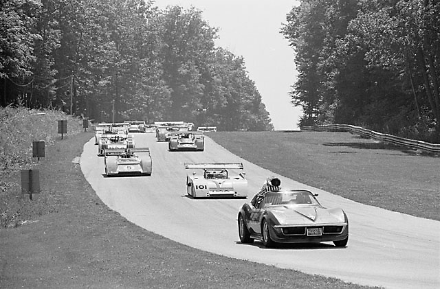 Pace lap, 1971 Elkhart Lake (Road America) Can-Am, Denny Hulme on pole (McLaren 5) from Jackie Oliver (Shadow 101)