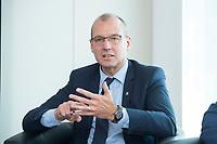 18 AMY 2017, BERLIN/GERMANY:<br /> Dr. Werner Goetz, Vorsitzender der Gesch&auml;ftsfuehrung der TransnetBW GmbH, Veranstaltung des Wirtschaftsforums der SPD &quot;Netzausbaualternativen&quot;, EnBW Hauptstadtrepr&auml;sentanz<br /> IMAGE: 20170518-01-100<br /> KEYWORDS: Werner G&ouml;tz
