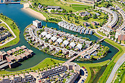 Nederland, Utrecht, Houten, 27-05-2013; nieuwbouw huizen op kunstmatig eiland in het water van de Rietplas in de wijk Overdam, gezien naar de wijk Loerik.<br /> New homes on artificial island in the waters of small man-made lake.<br /> luchtfoto (toeslag op standard tarieven)<br /> aerial photo (additional fee required)<br /> copyright foto/photo Siebe Swart