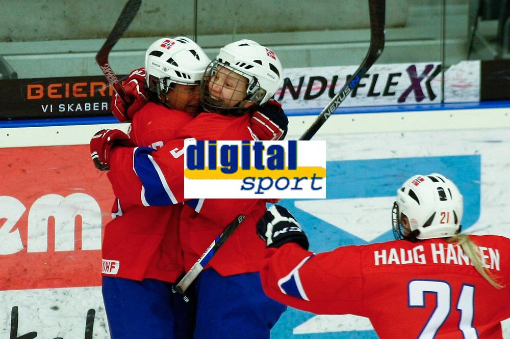 BILDET INNGÅR IKEK I FASTAVTALER. ALL NEDLASTING BLIR FAKTURERT.<br /> <br /> Ishockey<br /> VM kvinner<br /> Norge<br /> Foto: imago/Digitalsport<br /> NORWAY ONLY<br /> <br /> DK, IIHF WW DivIa, France (FRA) vs Denmark (DK) 31.03.2016, Gigantium, Aalborg, DK, IIHF WW DivIa, France (FRA) vs Denmark (DK), im Bild: Martine Henriksen (Norway 13), scorer Linn Aakre (Norway 3) and Madelen Haug Hansen (Norway 21) are celebrating the game-winning-shot for the 3:2 in overtime, that makes Norway stay in the division another year