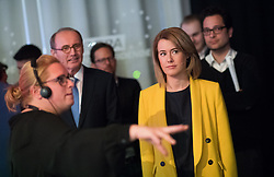 12.05.2019, Puls4 Studio, Wien, AUT, Puls4, Elefantenrunde zur Europawahl 2019, im Bild EU-Spitzenkandidatin Claudia Gamon (NEOS), im Hintergrund links EU-Spitzenkandidat Othmar Karas (ÖVP) // during political discussion due to elections of the european parliament 2019 in Vienna, Austria on 2019/05/12, EXPA Pictures © 2019, PhotoCredit: EXPA/ Michael Gruber