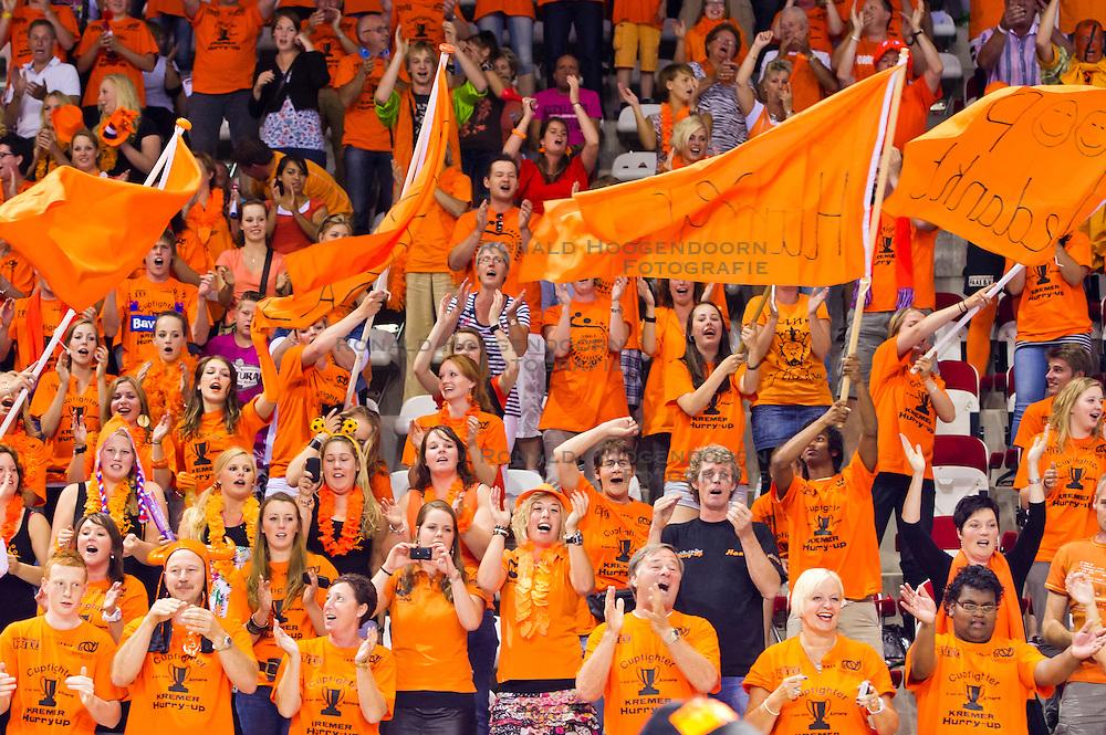 02-06-2011 HANDBAL: BEKERFINALE HURRY UP - O EN E: ALMERE<br /> Publiek support voor Kremers Hurry Up<br /> ©2011-FotoHoogendoorn.nl / Peter Schalk