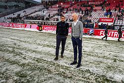 10-12-2017 NED: FC Utrecht - Feyenoord, Utrecht<br /> De aftrap van de competitiewedstrijd tussen FC Utrecht en Feyenoord is toch nog afgelast. Kort voor het geplande aanvangstijdstip van 14.30 uur besloot scheidsrechter Bj&ouml;rn Kuipers, na overleg met de trainers Erik ten Hag en Giovanni van Bronckhorst, om het duel uit te stellen tot 15.15 uur.