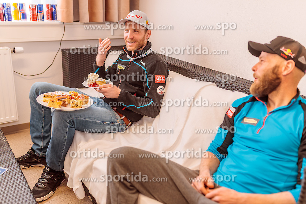 14.02.2017, Biathlonarena, Hochfilzen, AUT, IBU Weltmeisterschaften Biathlon, Hochfilzen 2017, Training, im Bild Simon Eder (AUT), Daniel Mesotitsch (AUT) mit Kornspitz Kuchen // Simon Eder (AUT), Daniel Mesotitsch (AUT) before Training for the IBU Biathlon World Championships at the Biathlonarena in Hochfilzen, Austria on 2017/02/14. EXPA Pictures © 2017, PhotoCredit: EXPA/ JFK