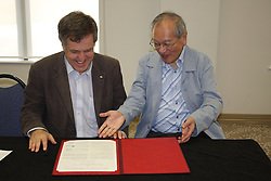 AO Week, Rob Lamb and Arkira Kira signing a Memorandum of Understanding between the Australian and SPring-8 Synchrotrons