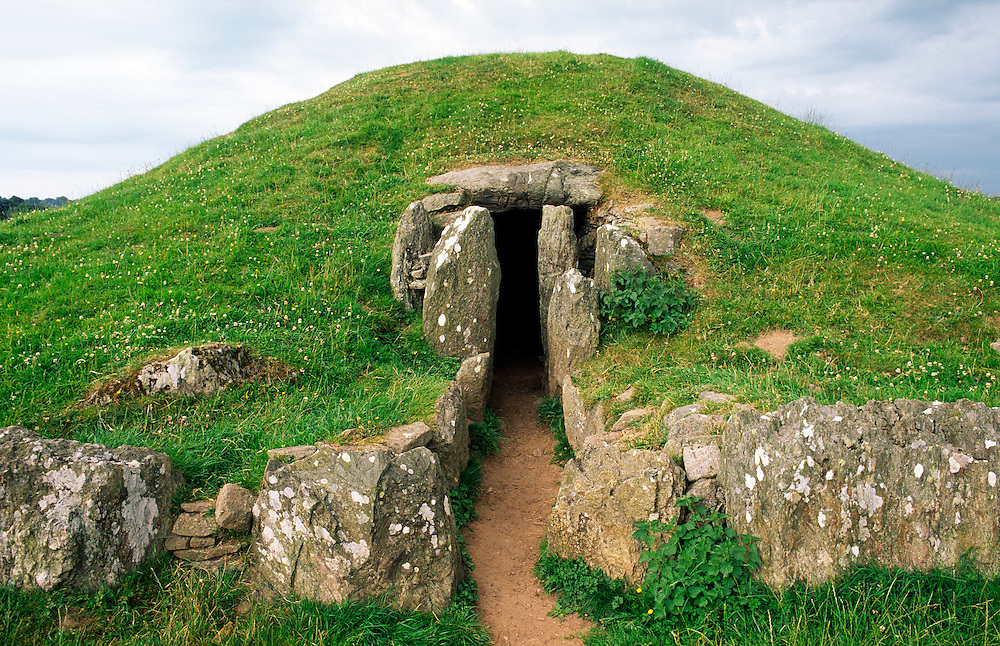 Bryn Celli Ddu prehistoric Bronze Age passage grave tomb on island of Anglesey, north Wales. Entrance seen from the northeast