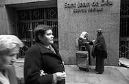 Barcelona, 2001: donne islamiche, Servizi Sociali Sant Joan de Deu - Islamic women, Social Service.<br /> &copy; Andrea Sabbadini