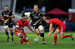 Ben Glynn of Bristol Rugby, Chris Pennell of Worcester Warriors and Dwayne Peel of Bristol look to gather the ball - Photo mandatory by-line: Patrick Khachfe/JMP - Mobile: 07966 386802 27/05/2015 - SPORT - RUGBY UNION - Worcester - Sixways Stadium - Worcester Warriors v Bristol Rugby - Greene King IPA Championship Play-off Final (Second leg)