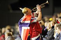 Fotball, 16.november 2004, Privatlandskamp, Norge - Australia ,   illustrasjon, supporter, supportere, vikinghjelm, trompet, fan, fans, supportere, norsk flagg