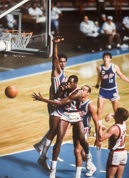 CARACAS, VENEZUELA -  AUGUST 1983:  Ed Pinckney #9 (USA) makes a pass in a game against Puerto Rico during the 1983 Pan Am Games basketball tournament held from August 15-27, 1983 in Caracas, Venezuela.  The USA team was the gold medalist in the event.    (Photo by David Madison/Getty Images) *** Local Caption *** Ed Pinckney