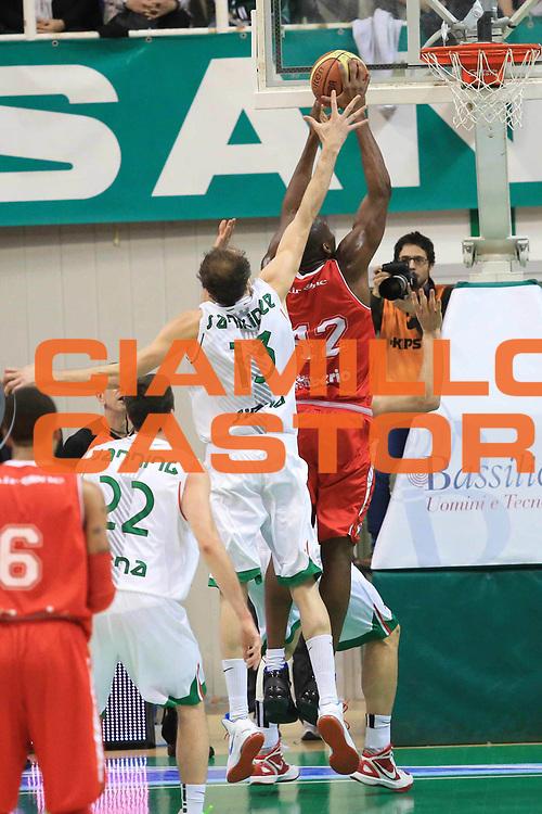 DESCRIZIONE : Siena Lega A 2012-13 Montepaschi Siena Cimberio Varese<br /> GIOCATORE : Bryant Dunston<br /> CATEGORIA : controcampo schiacciata<br /> SQUADRA : Cimberio Varese<br /> EVENTO : Campionato Lega A 2012-2013 <br /> GARA :  Montepaschi Siena Cimberio Varese<br /> DATA : 03/02/2013<br /> SPORT : Pallacanestro <br /> AUTORE : Agenzia Ciamillo-Castoria/M.Simoni<br /> Galleria : Lega Basket A 2012-2013  <br /> Fotonotizia : Siena Lega A 2012-13 Montepaschi Siena Cimberio Varese<br /> Predefinita :