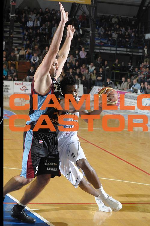 DESCRIZIONE : Ferrara Lega A1 2008-09 Carife Ferrara Solsonica Rieti<br /> GIOCATORE : Ndudi Ebi<br /> SQUADRA : Carife Ferrara<br /> EVENTO : Campionato Lega A1 2008-2009 <br /> GARA : Carife Ferrara Solsonica Rieti<br /> DATA : 11/01/2009<br /> CATEGORIA : Penetrazione<br /> SPORT : Pallacanestro <br /> AUTORE : Agenzia Ciamillo-Castoria/M.Gregolin