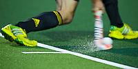 NAALDWIJK - ILLUSTRATIE - Aangeven van de bal op Greenfields kunstgras tijdens de oefenwedstrijd van Jong Oranje heren tegen Belgie (3-3). Ter voorbereiding van het WK in India in december. COPYRIGHT KOEN SUYK