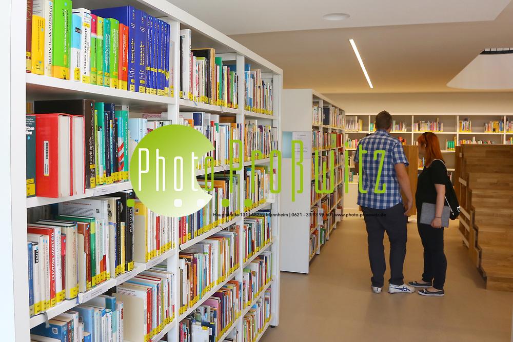 Ludwigshafen. 23.08.17 | Stadtbibliothek er&ouml;ffnet nach Sanierung<br /> Innenstadt. Stadtbibliothek. Nach Jahrelanger Sanierung, er&ouml;ffnet die B&uuml;cherei ihre Pforten. Begehung vor der Wiederer&ouml;ffnung.<br /> <br /> <br /> BILD- ID 0498 |<br /> Bild: Markus Prosswitz 23AUG17 / masterpress (Bild ist honorarpflichtig - No Model Release!)