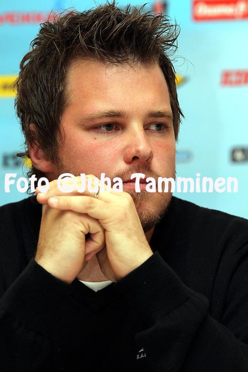 3.5.2012, SLU-talo, Helsinki..Superpesiksen avaustilaisuus..Pelinjohtaja Tomi Niskanen - Kankaanpn Maila