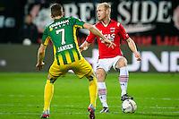 ALKMAAR - 04-12-2015, AZ - ADO Den Haag, AFAS Stadion, 0-1, ADO Den Haag speler Kevin Jansen, AZ speler Jop van der Linden.