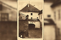 Kamenita vrata u Zagrebu.  <br /> <br /> ImpresumZagreb : Tipografija d. d., 1925.<br /> Materijalni opis1 razglednica : tisak ; 14 x 9 cm.<br /> NakladnikTipografija d.d.<br /> Mjesto izdavanjaZagreb<br /> Vrstavizualna građa • razglednice<br /> ZbirkaZbirka razglednica • Grafička zbirka NSK<br /> Formatimage/jpeg<br /> PredmetZagreb –– Kamenita vrata<br /> SignaturaRZG-KAM-4<br /> Obuhvat(vremenski)20. stoljeće<br /> NapomenaRazglednica nije putovala. • Razglednica je izdana povodom kulturno-historijske izložbe grada Zagreba prigodom 1000-godišnjice hrvatskog kraljevstva.<br /> PravaJavno dobro<br /> Identifikatori000953382<br /> NBN.HRNBN: urn:nbn:hr:238:065869 <br /> <br /> Izvor: Digitalne zbirke Nacionalne i sveučilišne knjižnice u Zagrebu