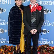 NLD/Amsterdam/20191116 - Filmpremiere Frozen II, Bastiaan van Schaik en Mascha Mooy