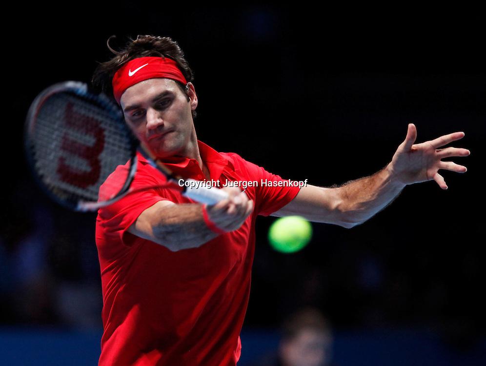 ATP World Tour Finals  2010 in der O2 Arena in London, HerrenTennis Turnier, WM, Weltmeisterschaft, Roger Federer (SUI), action