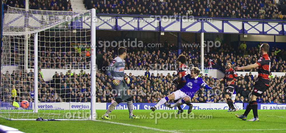 04.01.2014, Goodison Park, Liverpool, ENG, FA Cup, FC Everton vs Queens Park Rangers, 3. Runde, im Bild Everton's Nikica Jelavic scores the third goal against Queens Park Rangers // during the English FA Cup 3rd round match between Everton FC and Queens Park Rangers at the Goodison Park in Liverpool, Great Britain on 2014/01/04. EXPA Pictures &copy; 2014, PhotoCredit: EXPA/ Propagandaphoto/ David Rawcliffe<br /> <br /> *****ATTENTION - OUT of ENG, GBR*****
