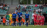 Dommer Yasin Seker fører de to hold på banen til kampen i Sydbank Pokalen, 1. runde,  mellem AB og FC Helsingør den 6. august 2019 på Gladsaxe Stadion (Foto: Claus Birch).