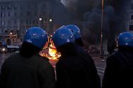 Roma  15 Ottobre 2011.Manifestazione contro la crisi e l'austerità.Scontri tra manifestanti e forze dell'ordine.Un blindato dei carabinieri incendiato dai manifestanti in pzza San Giovanni. .