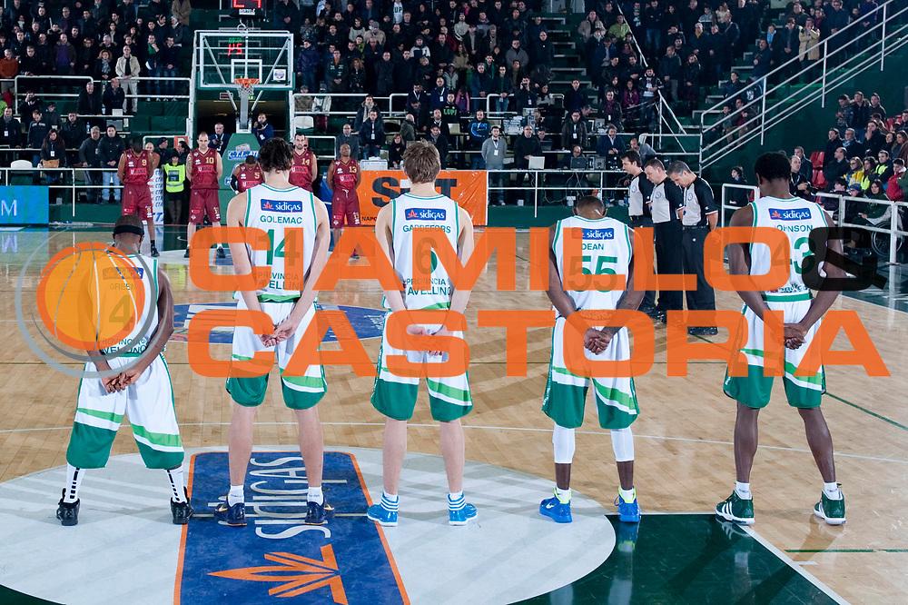 DESCRIZIONE : Avellino Lega A 2011-12 Sidigas Avellino Umana Venezia<br /> GIOCATORE : Team Sidigas Avellino<br /> SQUADRA : Sidigas Avellino<br /> EVENTO : Campionato Lega A 2011-2012<br /> GARA : Sidigas Avellino Umana Venezia<br /> DATA : 15/01/2012<br /> CATEGORIA : minuto raccoglimento tragedia nave costa crociere<br /> SPORT : Pallacanestro<br /> AUTORE : Agenzia Ciamillo-Castoria/G.Buco<br /> Galleria : Lega Basket A 2011-2012<br /> Fotonotizia : Avellino Lega A 2011-12 Sidigas Avellino Umana Venezia<br /> Predefinita :