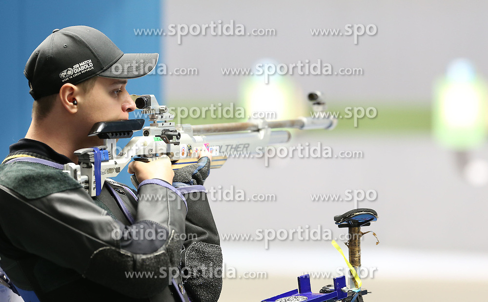 05.09.2015, Olympia Schiessanlage Hochbrueck, Muenchen, GER, ISSF World Cup 2015, Gewehr, Pistole, Herren, 10 Meter Luftgewehr, im Bild Vladimir Maslennikov (RUS) // during the men's 10M air rifle competition of the 2015 ISSF World Cup at the Olympia Schiessanlage Hochbrueck in Muenchen, Germany on 2015/09/05. EXPA Pictures &copy; 2015, PhotoCredit: EXPA/ Eibner-Pressefoto/ Wuest<br /> <br /> *****ATTENTION - OUT of GER*****